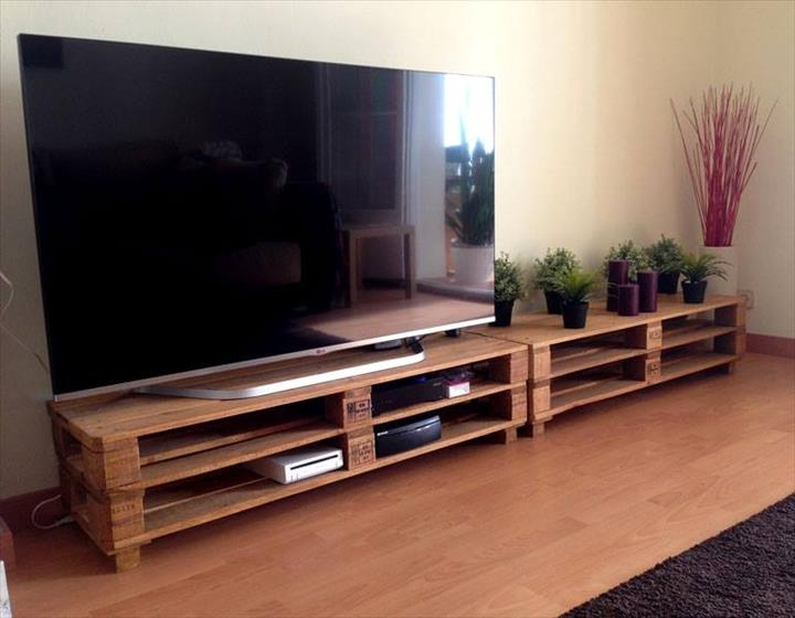 Excellent Series Of Extra Long TV Stands With Regard To Diy 20 Upcycled Wood Pallet Ideas 101 Pallets Part (View 6 of 50)