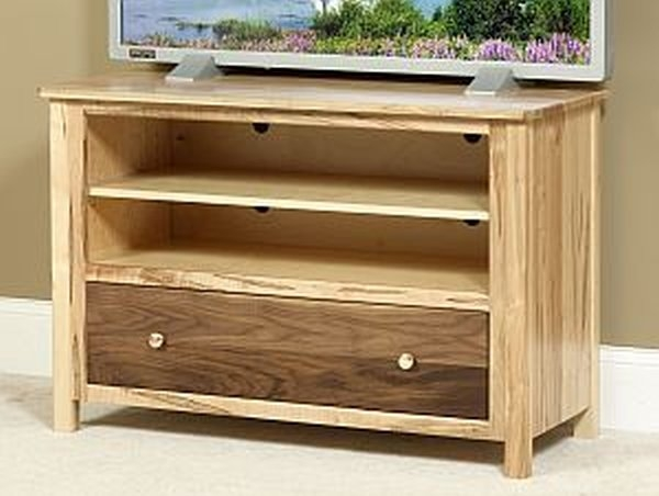 Excellent Unique Maple Wood TV Stands In Tv Stands Consoles Amish Oak Furniture Mattress Company Ohio (View 46 of 50)