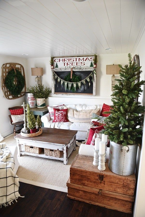 Great Elite Rustic Christmas Coffee Table Decors In Top 25 Best Cottage Christmas Ideas On Pinterest Cottage (Image 24 of 50)