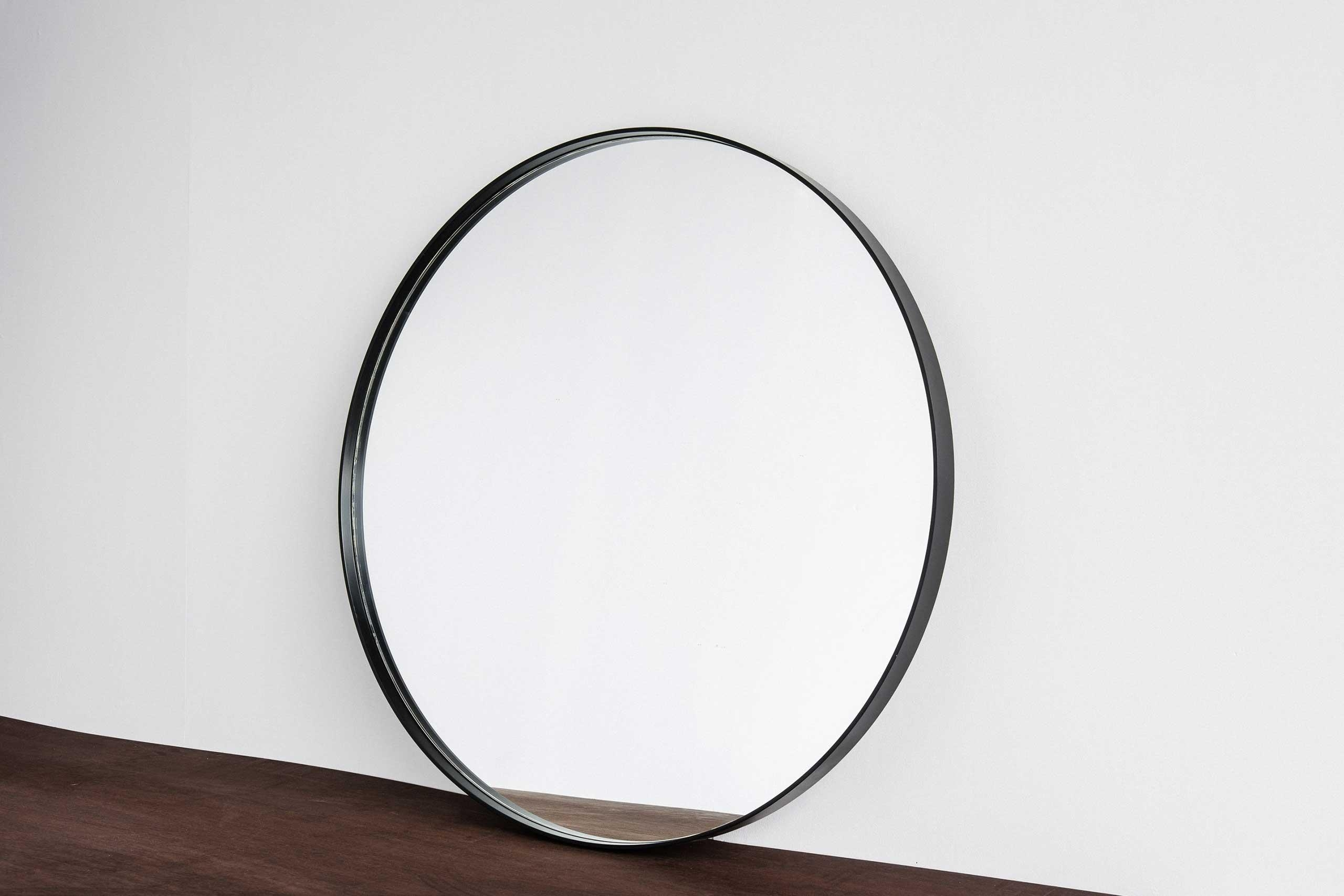 Featured Image of Large Round Black Mirror