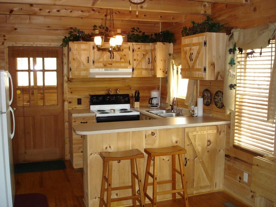 How To Choose A Chandelier For Maple Kitchen Cabinets Kitchen Within Small Rustic Kitchen Chandeliers (Image 14 of 25)