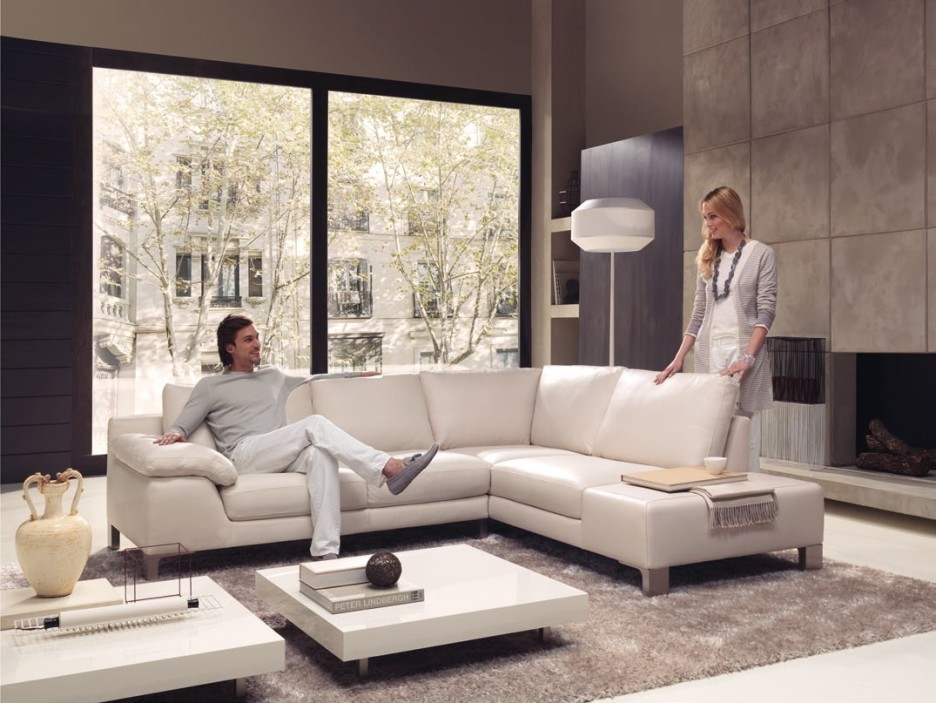 Impressive Famous Square Shaped Coffee Tables With Regard To Accessories Extraordinary White Living Room Decoration Using (View 41 of 50)