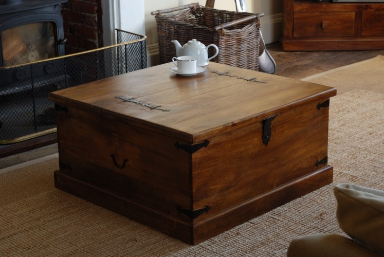 Impressive Fashionable Trunk Chest Coffee Tables Within Rustic Square Trunk Coffee Table Ideas (View 7 of 50)