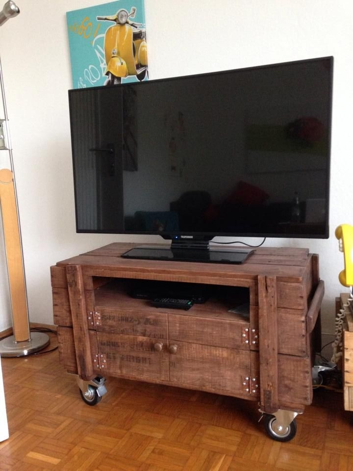 Impressive Unique Small TV Stands On Wheels Regarding Best 25 Pallet Tv Ideas On Pinterest Pallet Furniture Cheap Tv (Image 31 of 50)