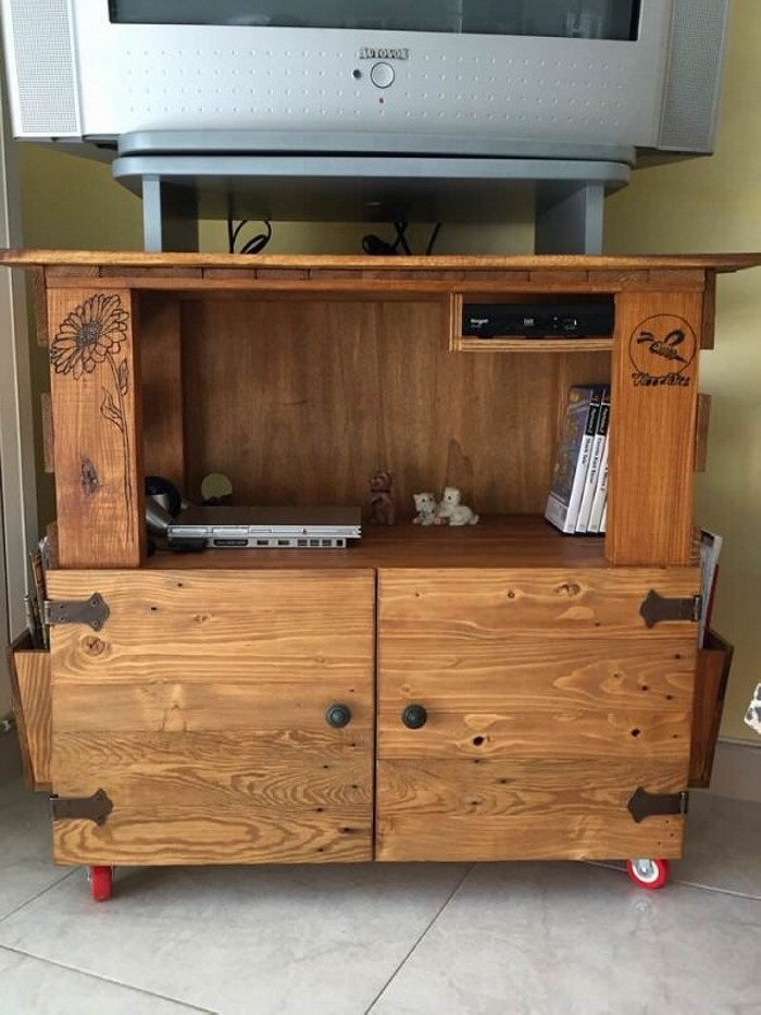 Innovative Brand New Rustic Wood TV Cabinets Throughout Tv Stands From Wooden Pallet Recycled Things (View 42 of 50)