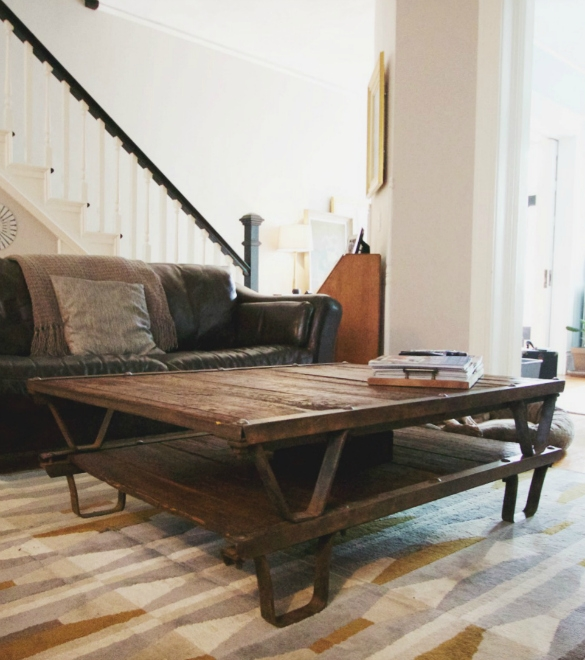 Innovative Latest Rustic Storage DIY Coffee Tables Pertaining To 17 Apart Before After Diy Antique Pallet Coffee Table (Image 30 of 50)