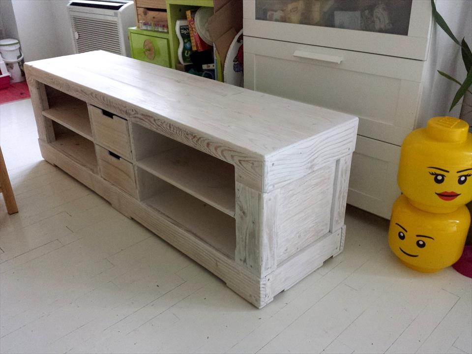 Innovative New Painted TV Stands Inside Pallet Tv Stand Painted In White 101 Pallet Ideas (Image 27 of 50)