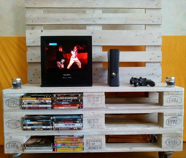 Innovative Widely Used Upright TV Stands With Regard To Pallet Media Console Diy Tv Stand (Image 32 of 50)