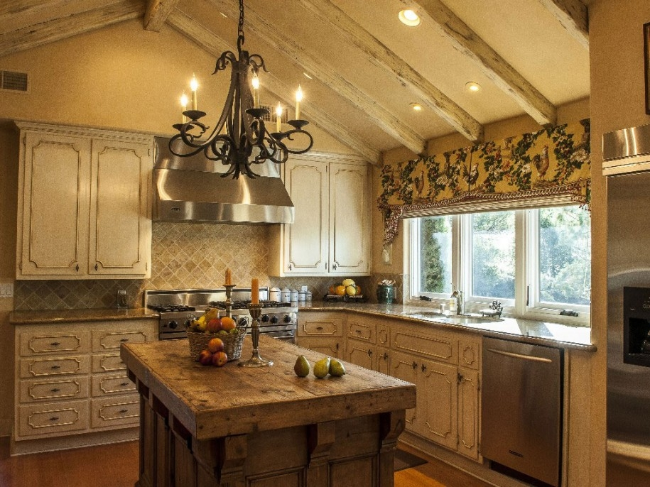 Kitchen Rustic Style Of Country Kitchen Ideas Rustic Kitchen Pertaining To Small Rustic Kitchen Chandeliers (Image 20 of 25)