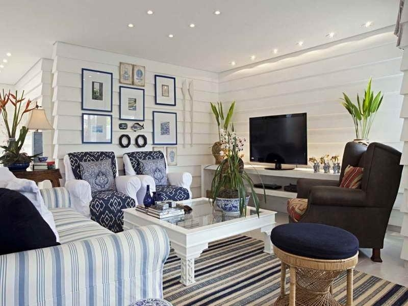 Nice White Coastal Beach Themed Living Room With Striped Sofa And In Blue And White Striped Sofas (Image 14 of 20)