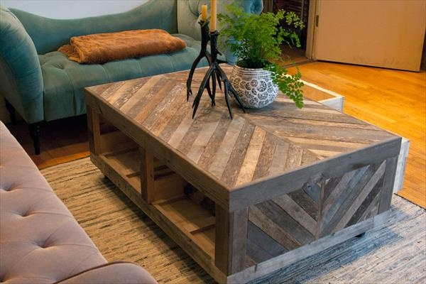 Stunning Premium Wooden Storage Coffee Tables Inside Pallet And Barn Wood Coffee Table With Storage Pallet Furniture Diy (View 28 of 50)