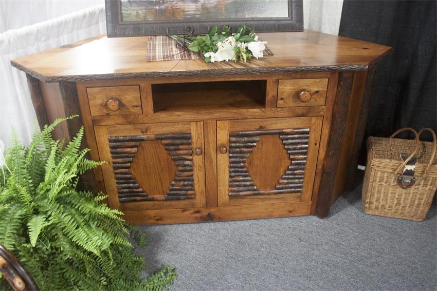 Stunning Well Known Rustic Corner TV Stands Throughout Amish Rustic Corner Tv Stand (View 11 of 50)