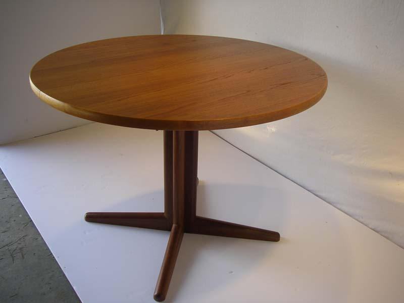 Teak Round Dining Table : Enhance Your Dining Room Décor With Teak With Round Teak Dining Tables (Image 16 of 20)