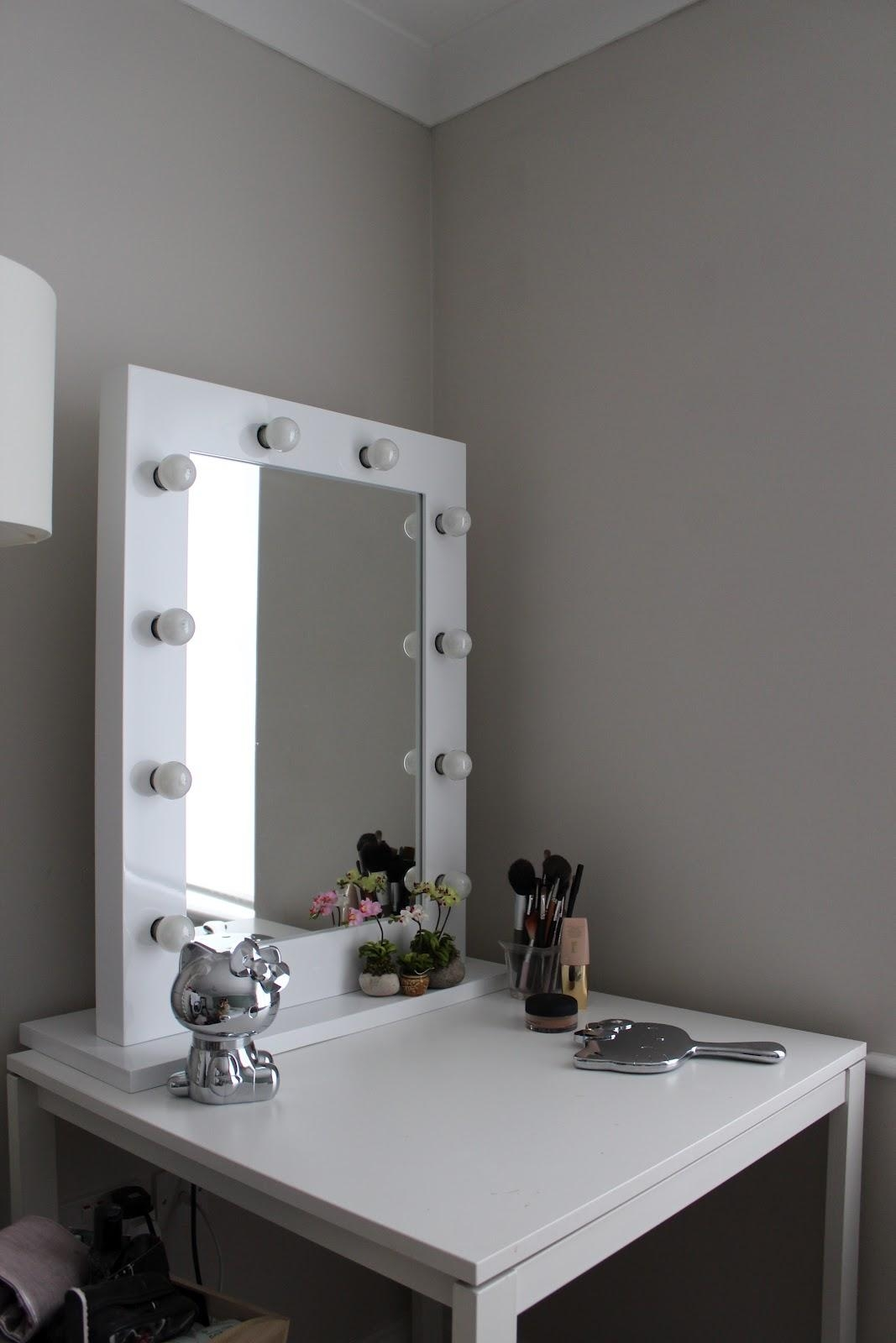 Vanity Table With Lights Around Mirror For Sale | Creative Vanity With Illuminated Dressing Table Mirror (View 20 of 20)