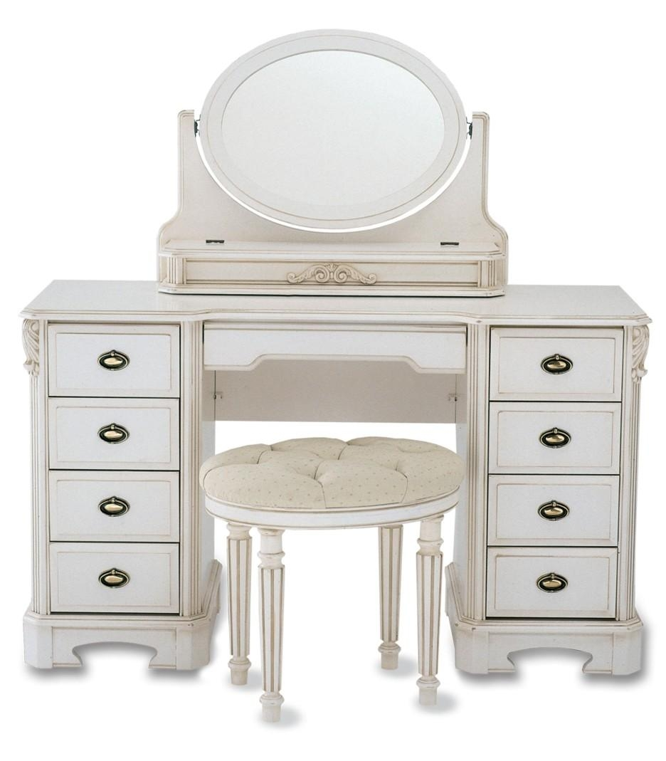 White Wooden Vanity With Oval Mirror On The Top Combined With With Regard To Oval Cream Mirror (Image 19 of 20)