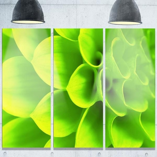 Designart 'bright Green Flower Petals' Modern Floral Glossy Metal Pertaining To Lime Green Metal Wall Art (Image 5 of 20)