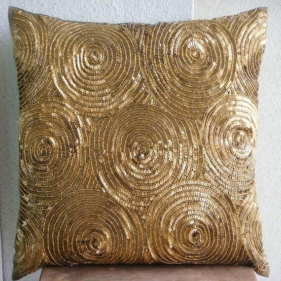 Featured Image of Gold Sofa Pillows