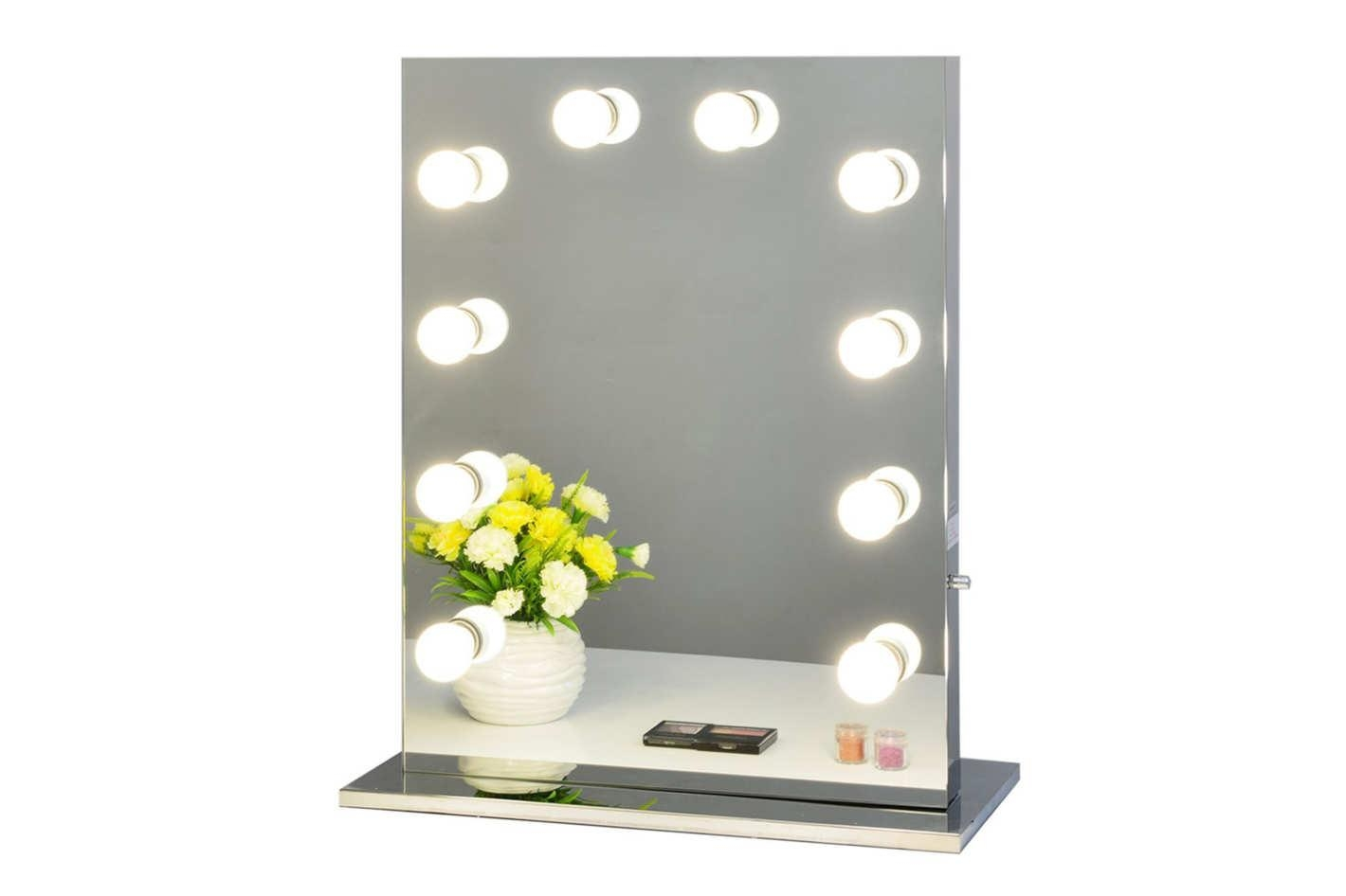 Featured Image of Lit Makeup Mirrors