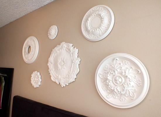Featured Image of White Medallion Wall Art