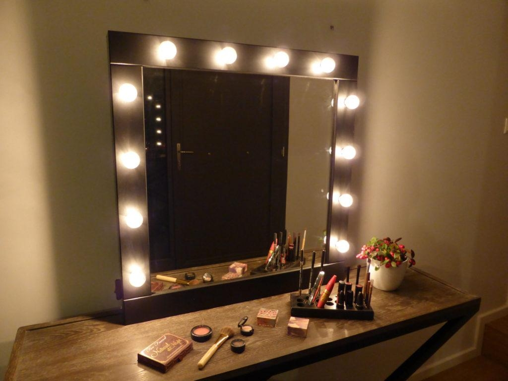 Clever Mirrored Vanity Set Makeup Mirror For Lighted Mirror Wall Regarding Lighted Vanity Wall Mirrors (Image 5 of 20)