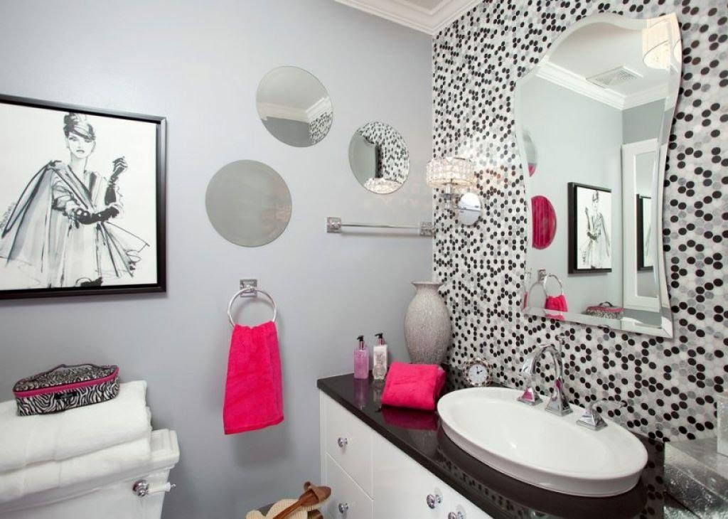 Featured Image of Glamorous Bathroom Wall Art
