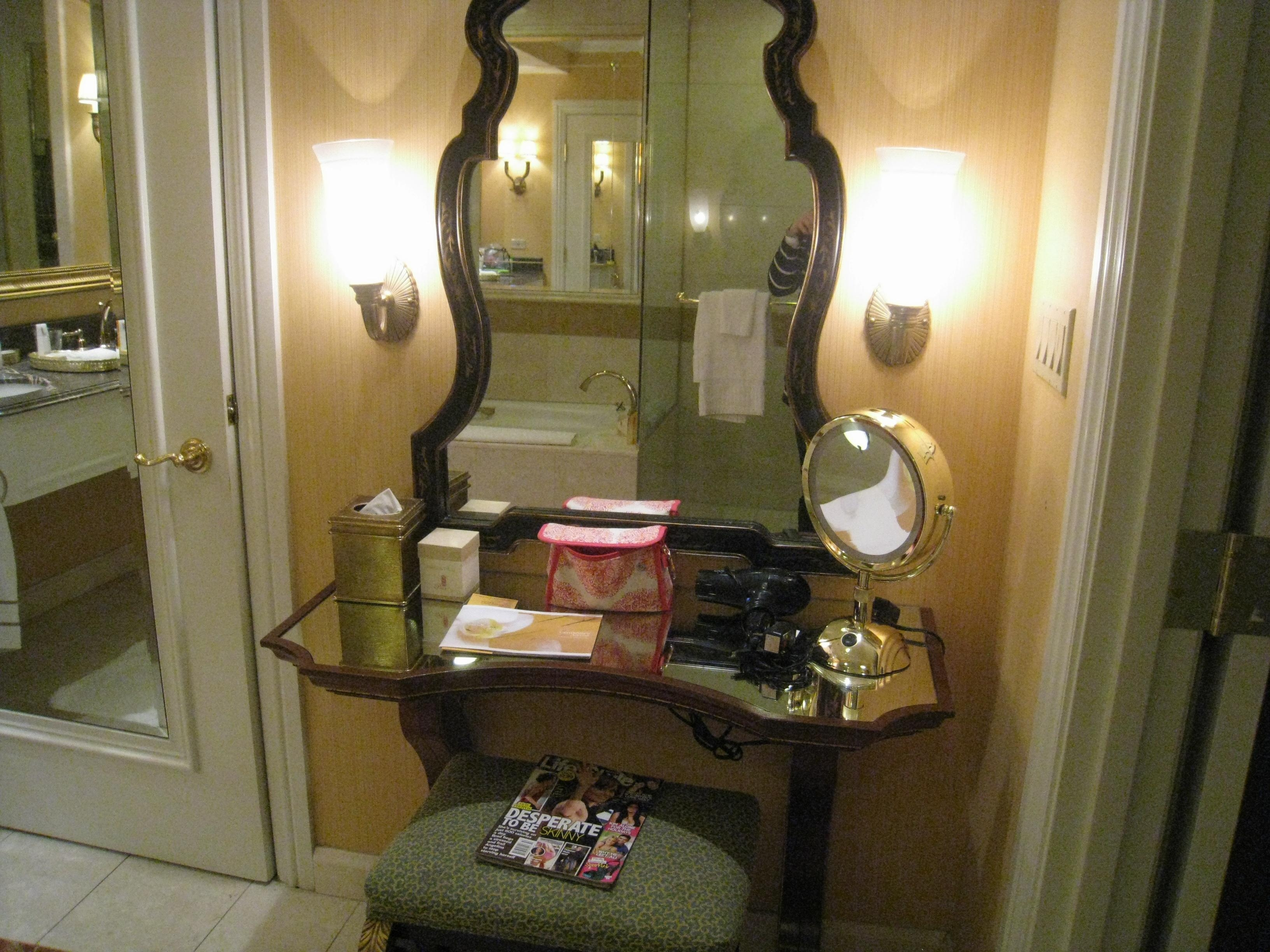 Mirror : Venetian Dressing Table Mirrors Hypnotizing Venetian For Las Vegas Mirrors (Image 19 of 20)