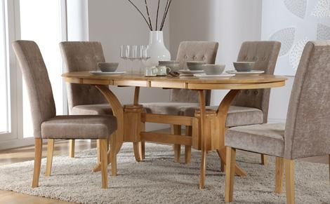Oval Dining Table And Chairs – Sl Interior Design Intended For Current Oval Extending Dining Tables And Chairs (Image 16 of 20)