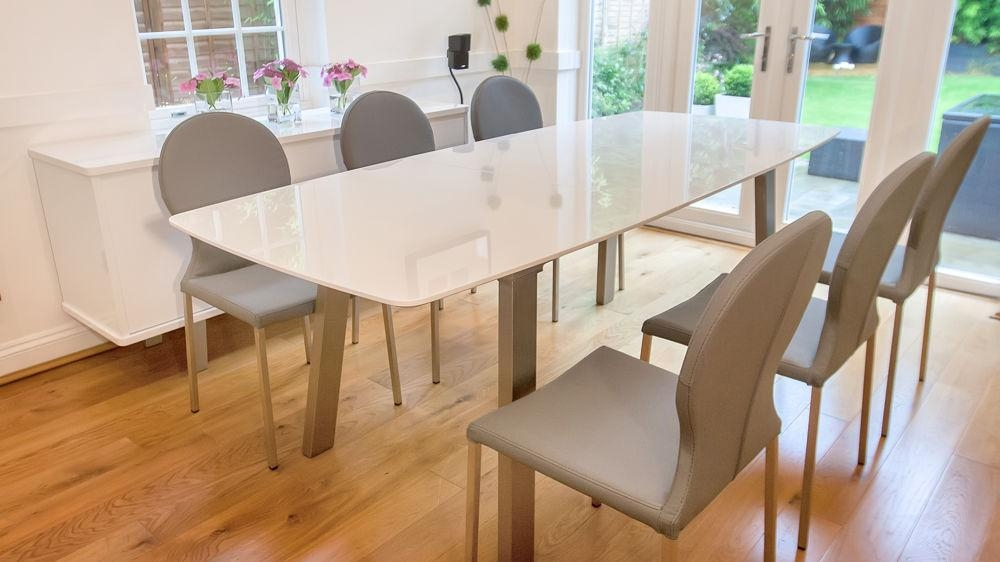 White High Gloss Extending Dining Set | Grey Or White Round Back Intended For Best And Newest White Gloss Extending Dining Tables (Image 19 of 20)