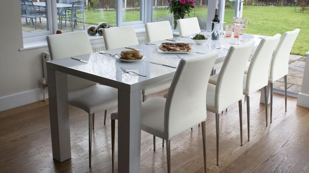White High Gloss Extending Dining Table And Chairs Uk With Most Up To Date High Gloss Extendable Dining Tables (Image 20 of 20)