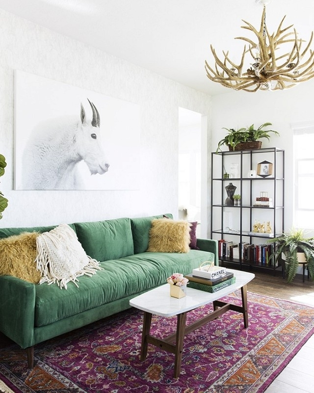 30+ Lush Green Velvet Sofas In Cozy Living Rooms With Regard To Green Sofa Chairs (Photo 8 of 10)