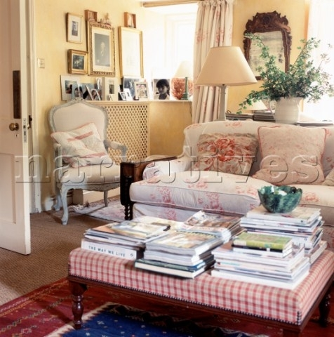 Beautiful El001 26 Country Style Living Room With Floral Fabric At With Regard To Floral Sofas And Chairs (Image 3 of 10)