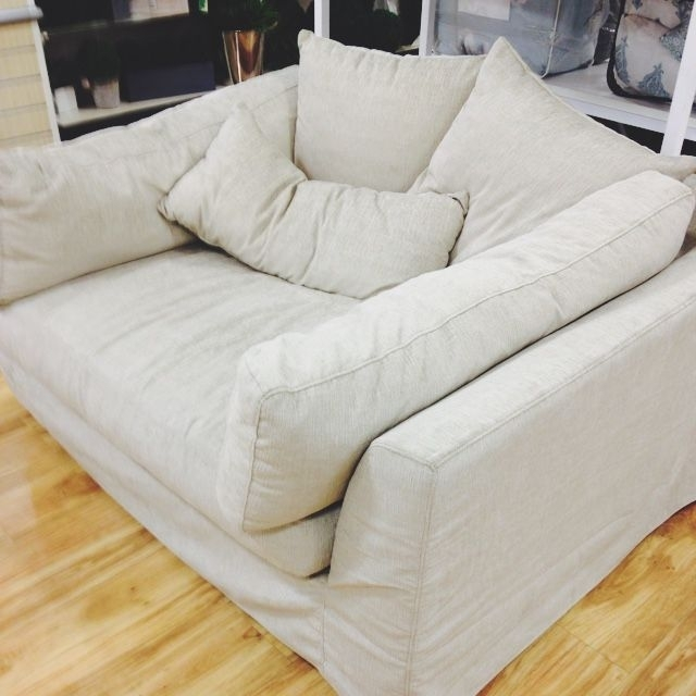 Featured Image of Oversized Sofa Chairs