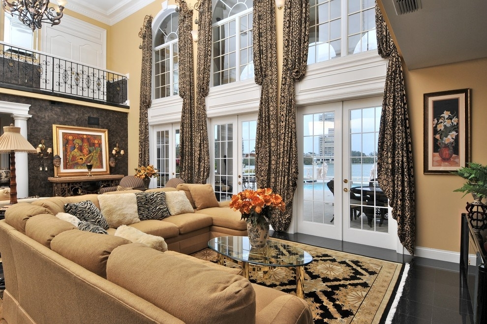 Extraordinary Large Sectional Sofas Decorating Ideas For Living Room Throughout Sectional Sofas Decorating (Image 3 of 10)
