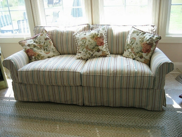 Make Your Living Room Stylish With A Shab Chic Couch Chic Shabby With Regard To Shabby Chic Sofas (Image 3 of 10)