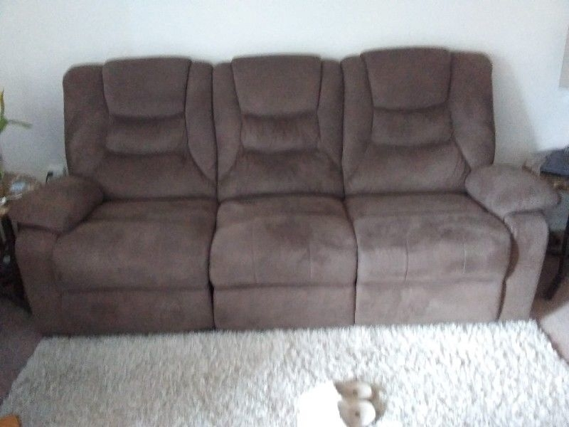 Reclining Sofa | Couches & Futons | London | Kijiji For Kijiji London Sectional Sofas (Image 8 of 10)