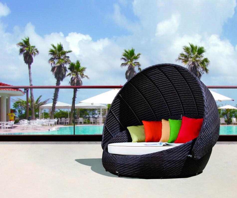 Renava Rb 016 Outdoor Round Day Bed With Canopy 2 Outdoor Chair With For Outdoor Sofas With Canopy (Image 9 of 10)