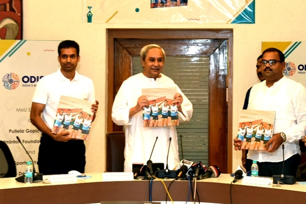 Naveen Patnaik Launches The Aac 2017 Memoirs: Aac Coffee Table Book Throughout Naveen Coffee Tables (View 11 of 40)