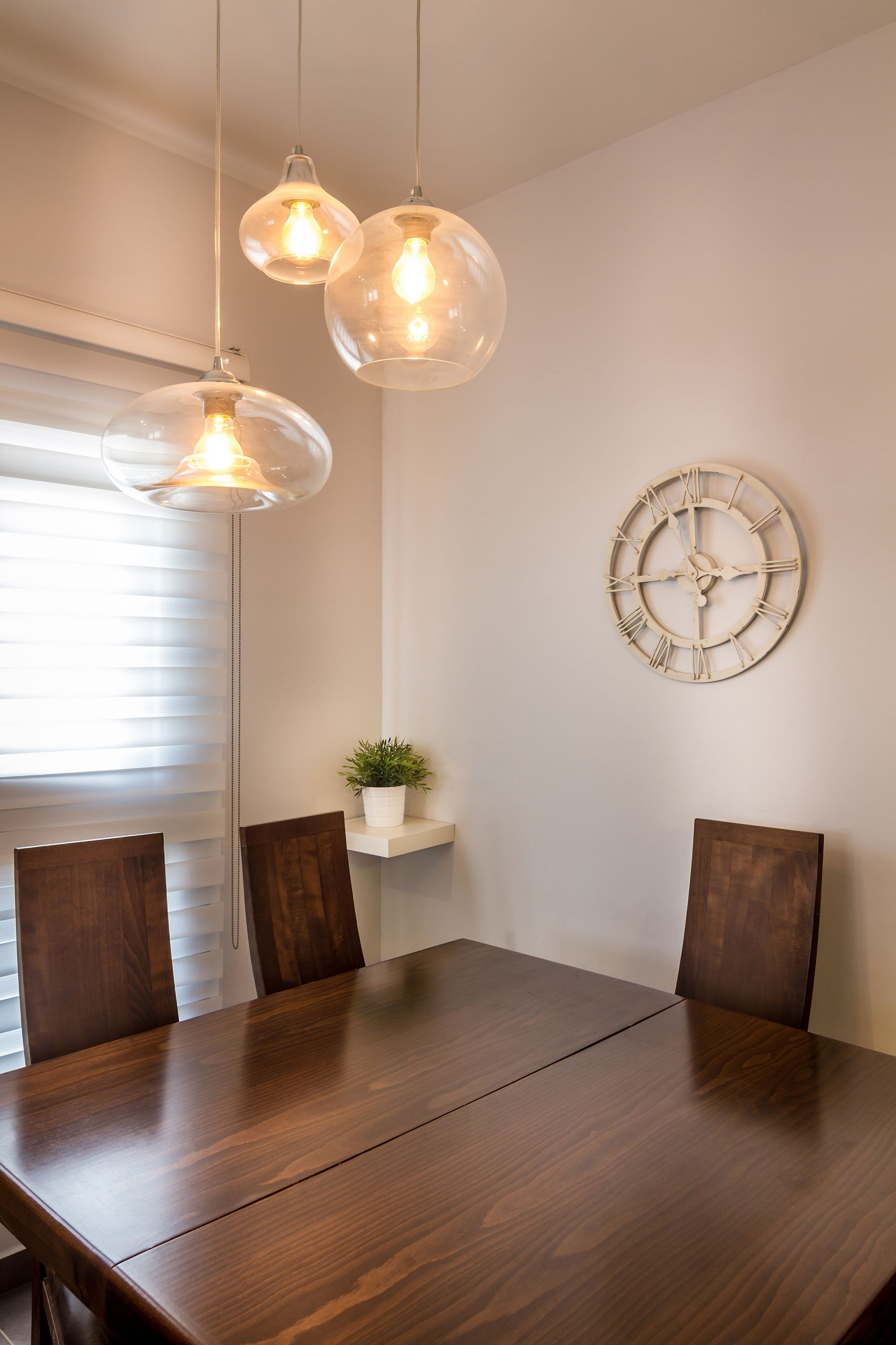 תומס תאורה והמעצבת מירב קצמן | Dining Room Lighting  תאורה לפינת Regarding Most Up To Date Bale 6 Piece Dining Sets With Dom Side Chairs (Image 20 of 20)