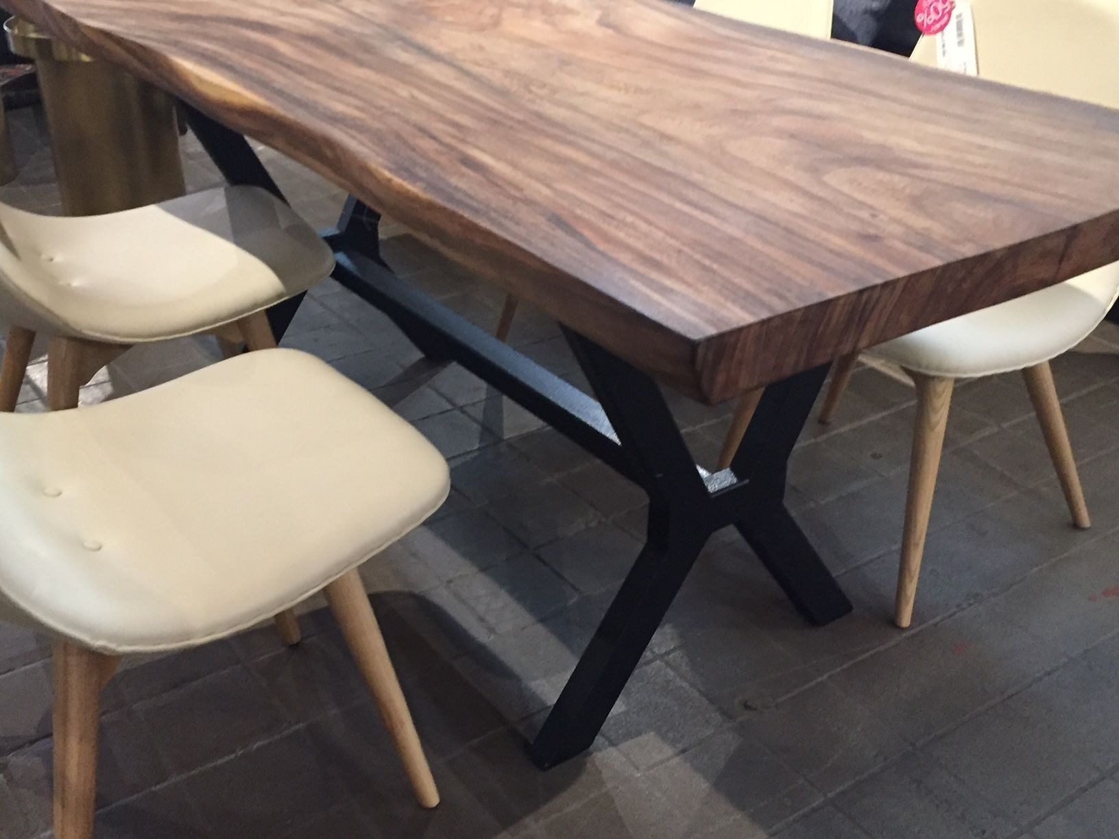 Hd Buttercup Dining Table Best Of An Inspiring Black Apartment In Within Most Recently Released Helms Round Dining Tables (View 10 of 20)