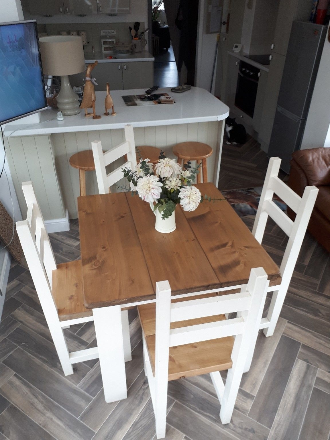 Https://en.shpock/i/w0Zbspctbevgf06P/ 2018 08 09T22:31:35+ In Current Combs 5 Piece 48 Inch Extension Dining Sets With Pearson White Chairs (Photo 9 of 20)