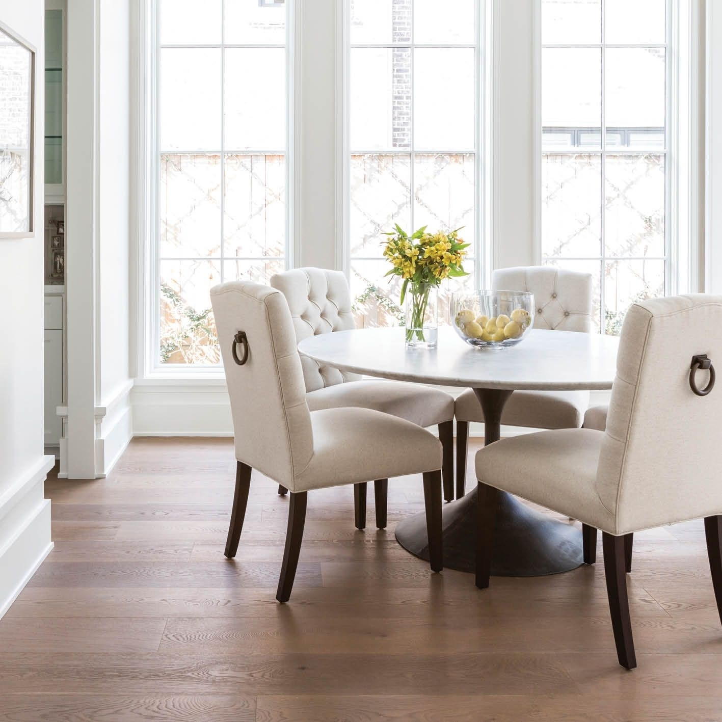 Marie Flanigan Interiors – Citybook Guiding Light – Bright Breakfast For Most Recently Released Caden 5 Piece Round Dining Sets With Upholstered Side Chairs (View 17 of 20)