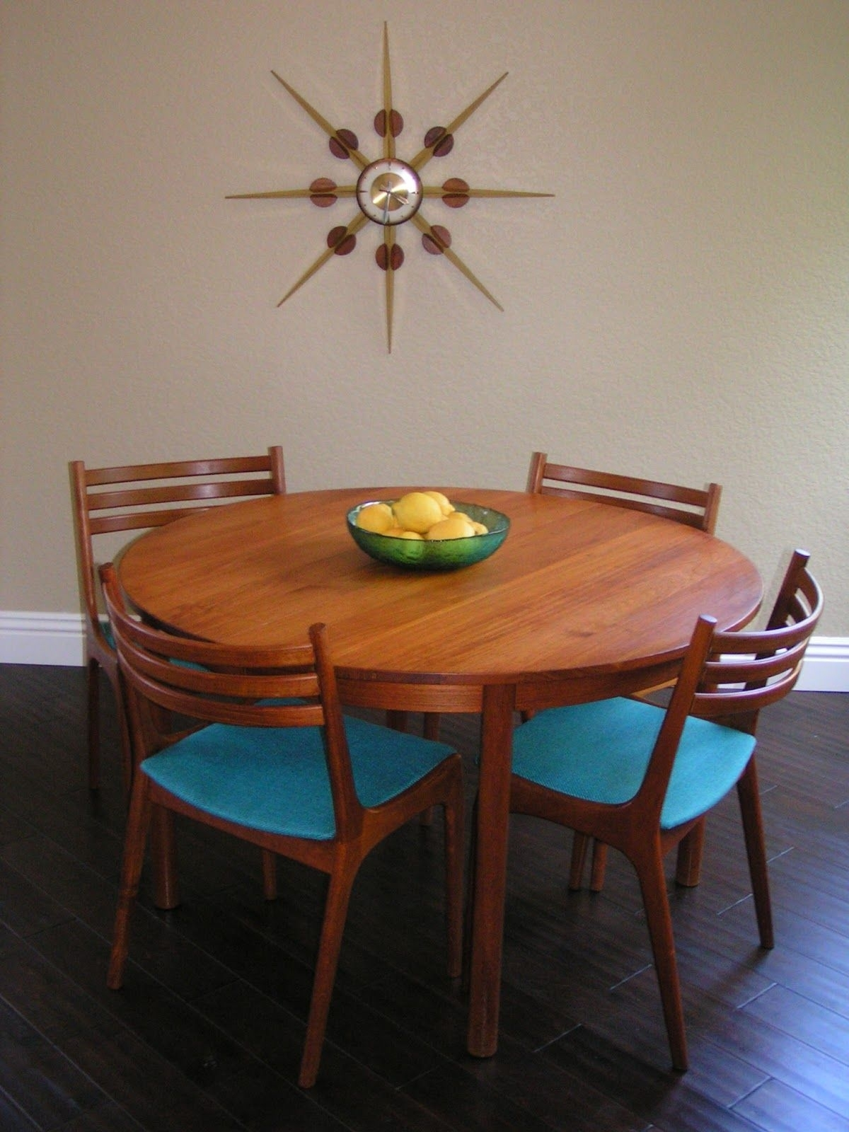 Sleek And Simple Lines: Vintage Danish Teak Round Dining Table, Six Throughout Newest Wyatt 7 Piece Dining Sets With Celler Teal Chairs (Image 15 of 20)