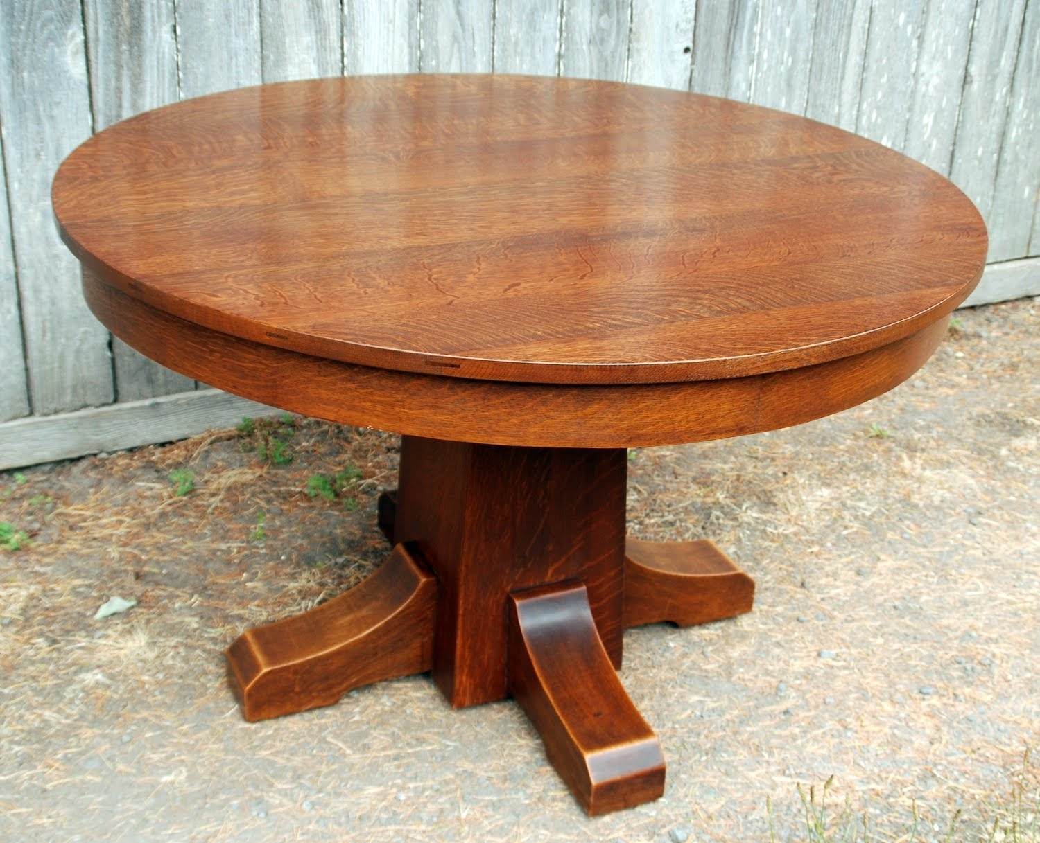 Featured Image of Craftsman Round Dining Tables