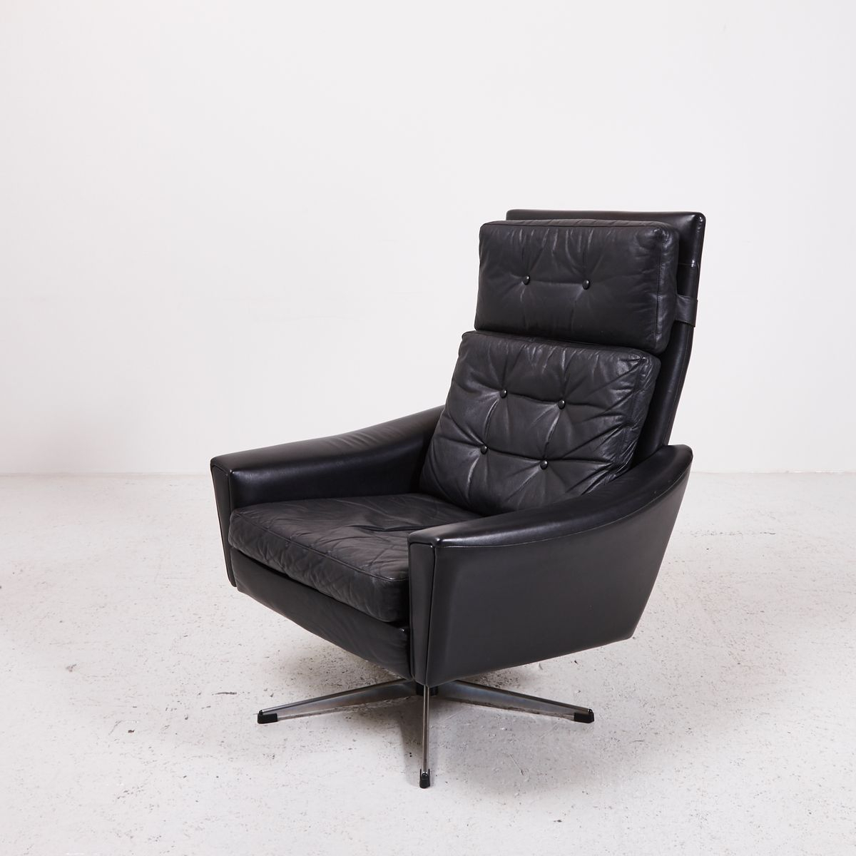 Black Leather Swivel Chair With Star Shaped Stand, 1970S For Sale At For Leather Black Swivel Chairs (Image 3 of 20)