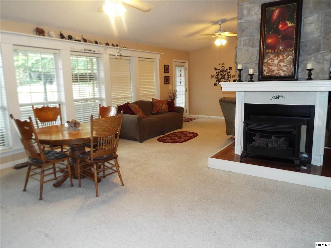 3520 Ginseng Way, Sevierville| Mls 218854 | Call Annie Maloney For More Info Throughout Most Recent Maloney 3 Piece Breakfast Nook Dining Sets (View 18 of 20)