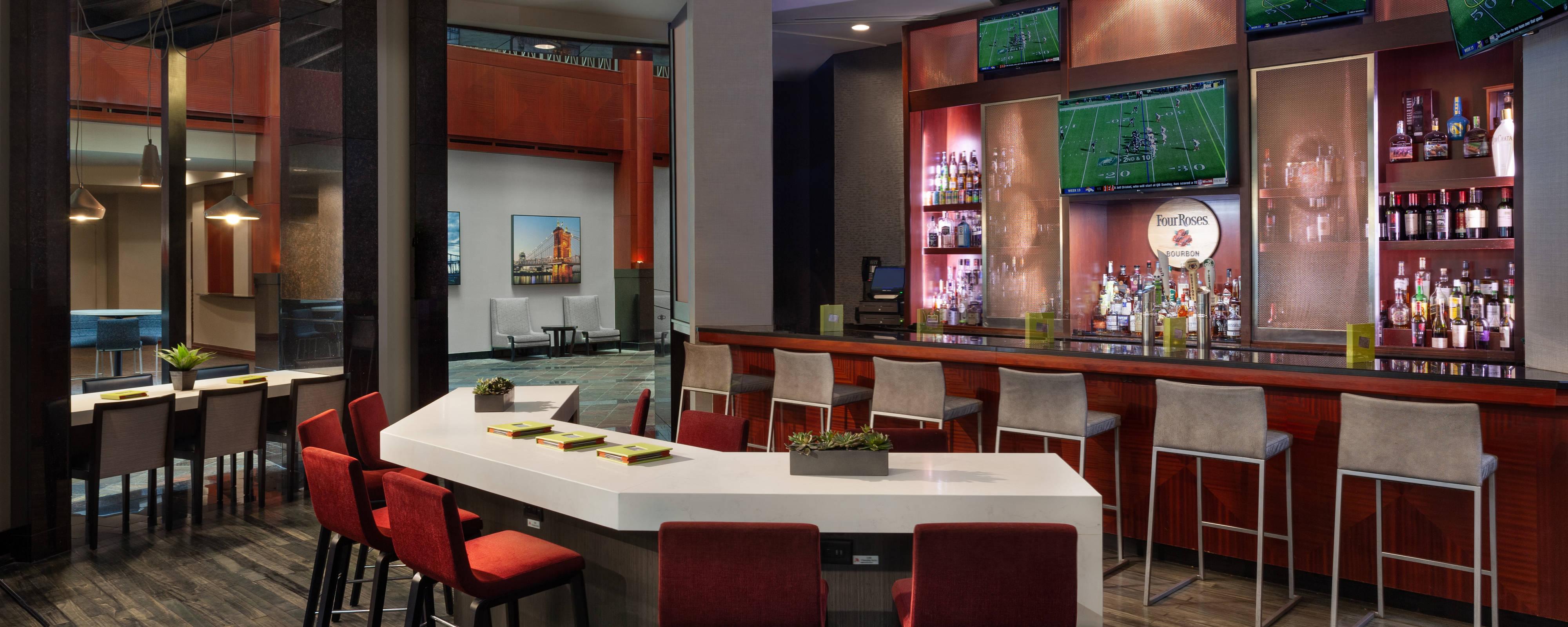Covington, Ky Restaurants | Cincinnati Marriott At Rivercenter With Recent Cincinnati 3 Piece Dining Sets (View 18 of 20)