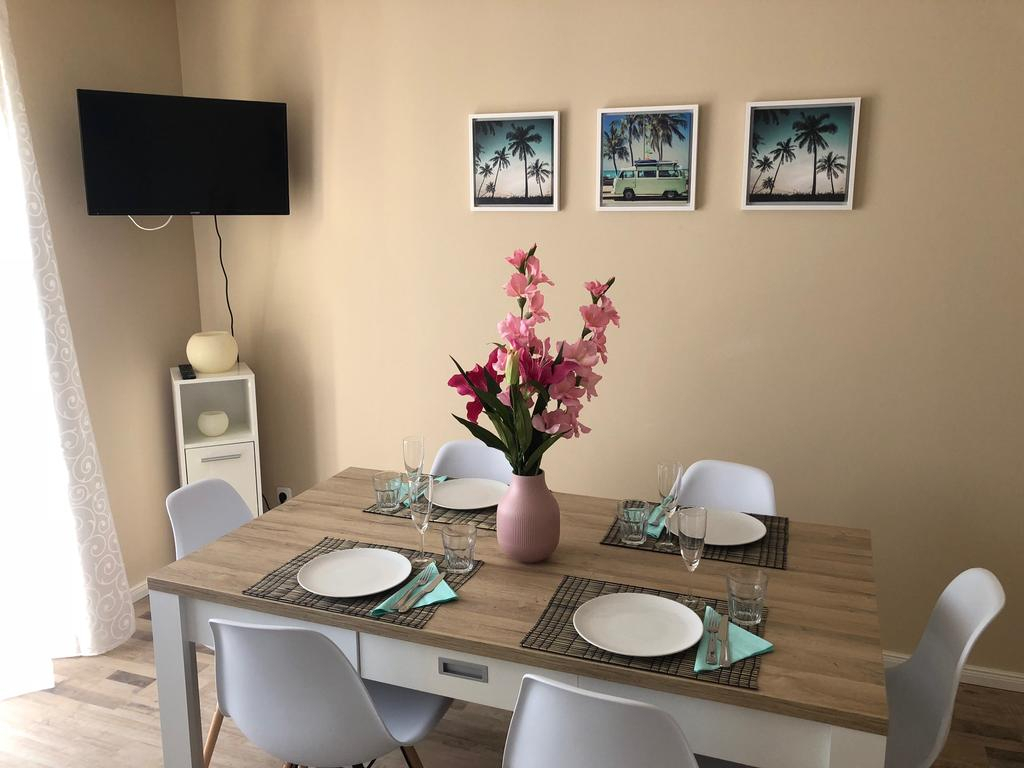 Monteur Apartment Rodenbach (Германия Роденбах) – Booking For Most Recent Reinert 5 Piece Dining Sets (View 19 of 20)