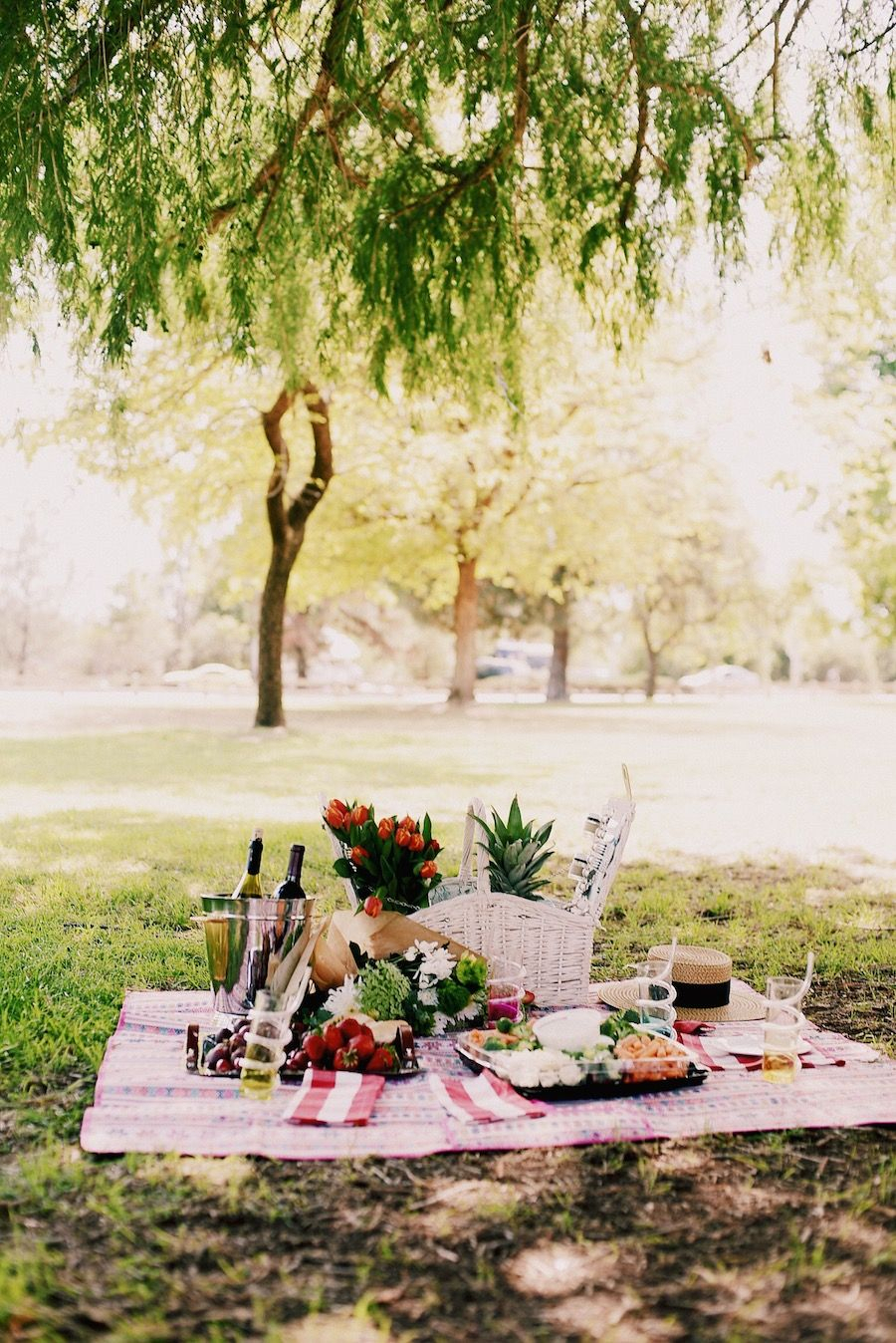 Picnic Style, Beautiful Picnic Set Up, Mom & Son Style, Alexa Chung With Regard To 2017 Pratiksha Sonoma 5 Piece Dining Sets (View 12 of 20)