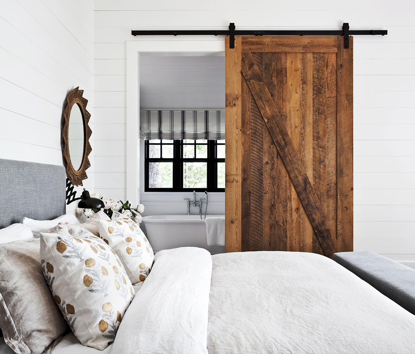 17 Modern Rustic Bedroom Decorating Ideas With Swagger Accent Wall Mirrors (View 18 of 20)