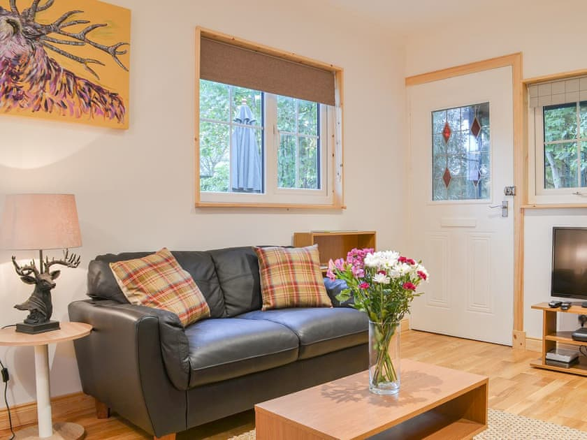 Holiday Cottages To Rent In Drumnadrochit – Self Catering Inside Porch & Den Urqhuart Wood Glass Coffee Tables (Image 24 of 50)